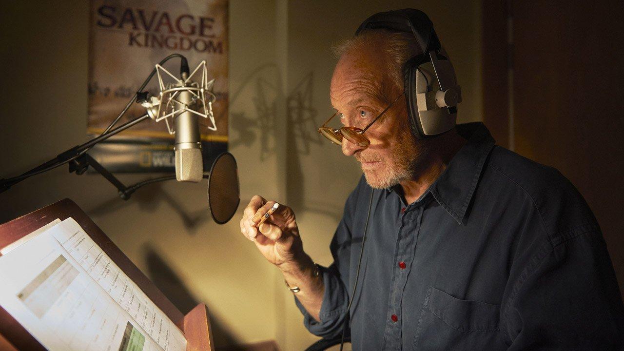 "Charles Dance narra a minissérie ""Savage Kingdom"" para o National Geographic Channel"