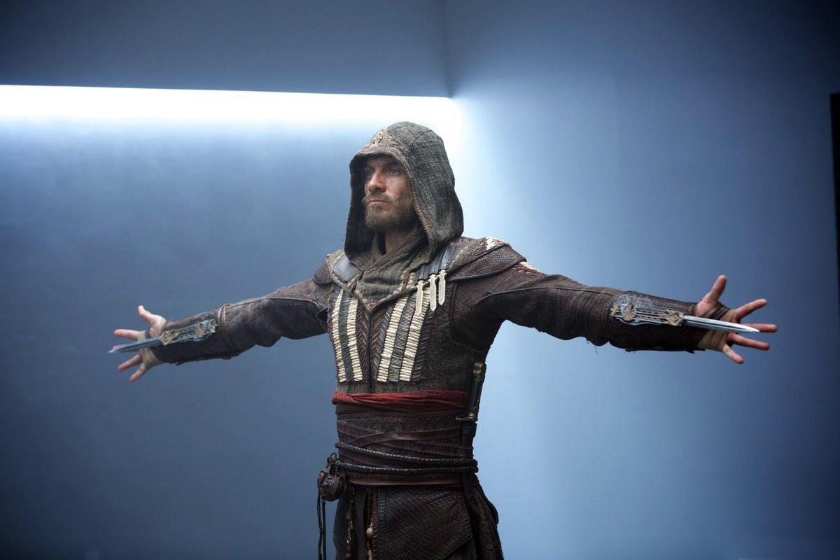 Assassin's Creed 2/8: Os icónicos punhais ocultos marcam presença no filme.