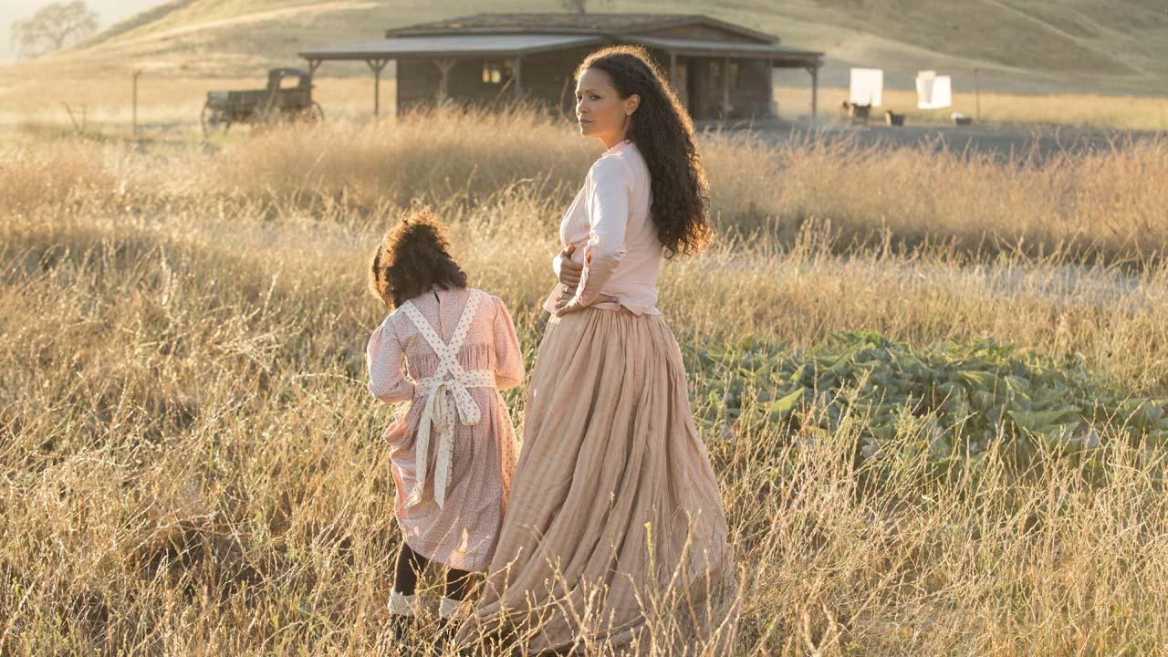 Westworld - primeira temporada 2/7: Thandie Newton é Maeve Millay, a bonita e astuta dona do bordel de Westworld.