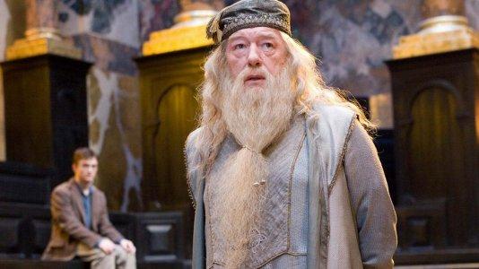 JK Rowling responde a fã que não via a personagem de Dumbledore como gay