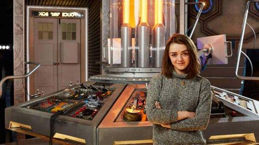 """Maisie Williams de """"A Guerra dos Tronos"""" viaja no tempo com """"Dr. Who"""""""