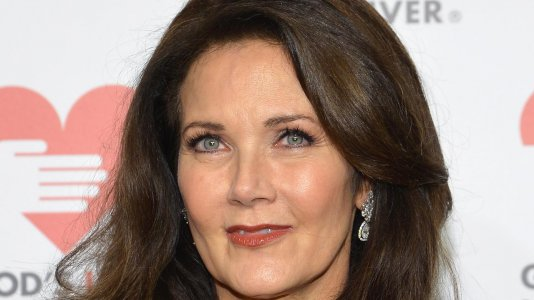 "Lynda Carter no elenco de ""Supergirl"""