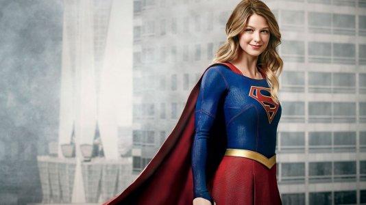 """Primeira imagem de """"Supergirl"""" ao lado do primo""""Superman"""""""