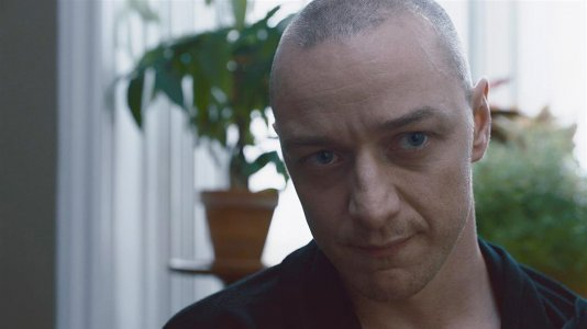"""Split"": as 23 personalidades de James McAvoy no novo thriller de M. Night Shyamalan"