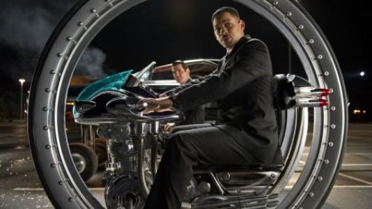 """Novo poster com Will Smith e mais imagens de """"Homens de Negro 3"""""""