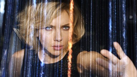 """""""Lucy"""": Melhor primeiro dia de exibição do ano para o filme com Scarlett Johansson e Morgan Freeman"""