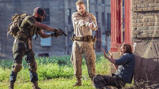 """Shia LaBeouf lida com o stress de guerra no trailer de """"Man Down"""""""