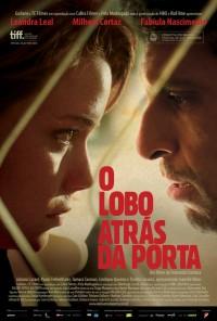 Poster do filme O Lobo Atrás da Porta (2013)
