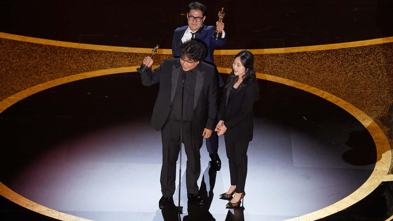 """""""Parasitas"""" ganha Óscares 2020 em noite histórica"""