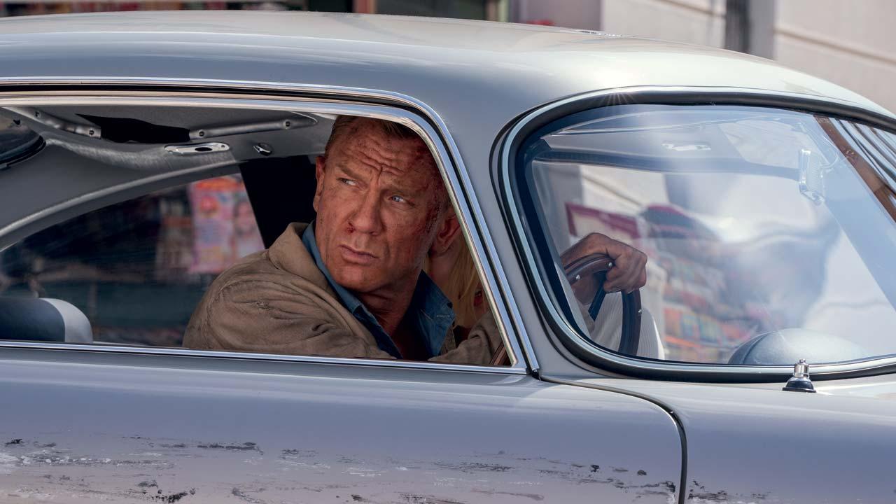 """Billie Eilish revela """"No Time To Die"""" - tema oficial do 25º filme de James Bond"""