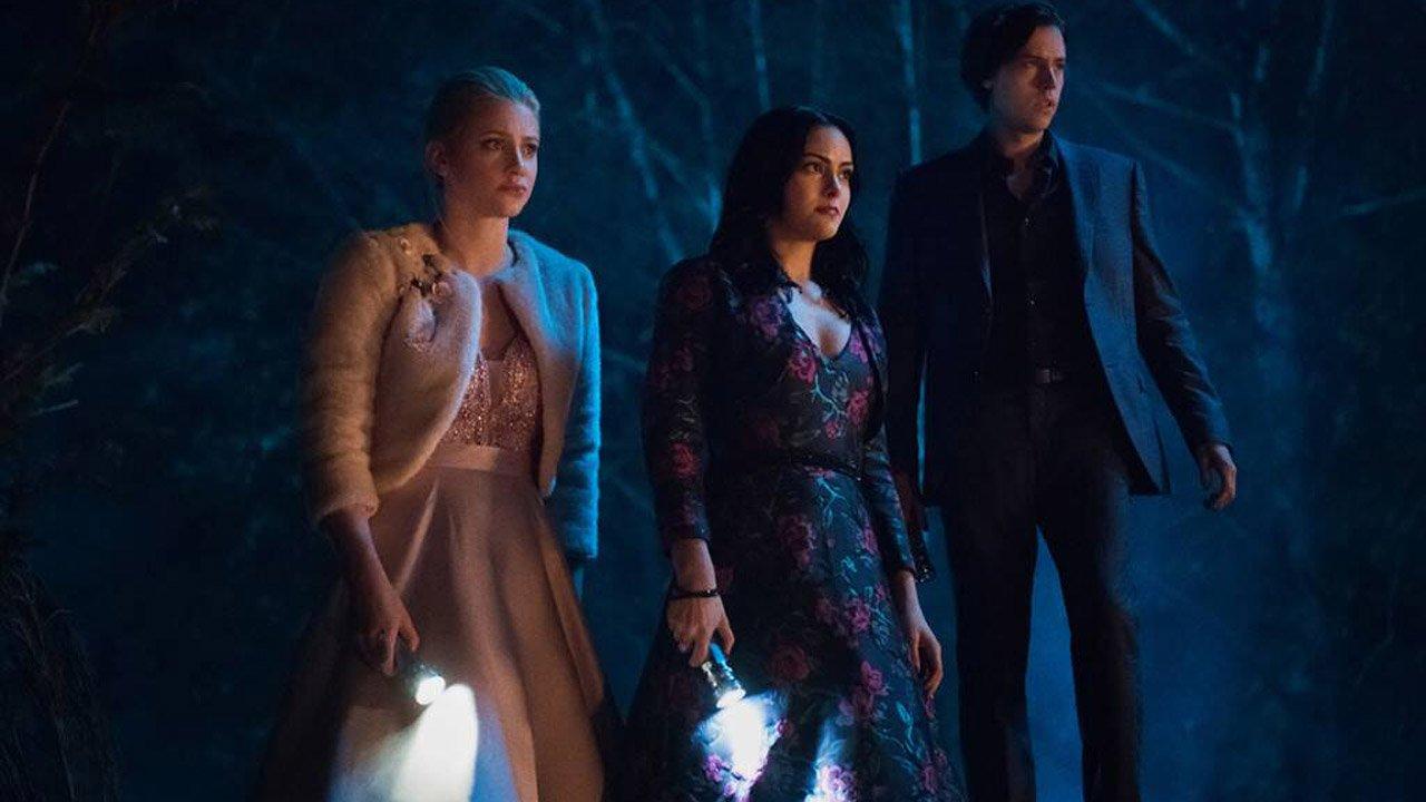 """Riverdale"": contacto com caso positivo de novo coronavírus leva a encerramento das filmagens"