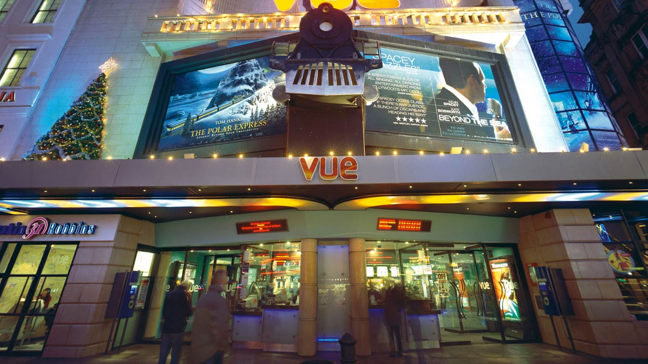 Governo britânico prevê reabertura de cinemas a 4 de julho