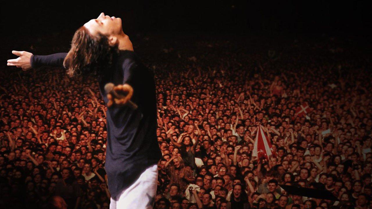 """Restauro digital de """"Live Baby Live"""", o emblemático concerto ao vivo dos INXS em Wembley"""