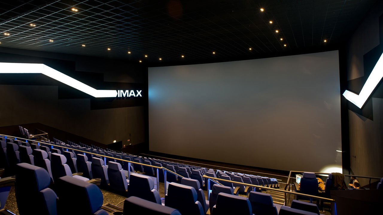Cinemas não foram responsáveis por surtos de COVID-19 em Espanha