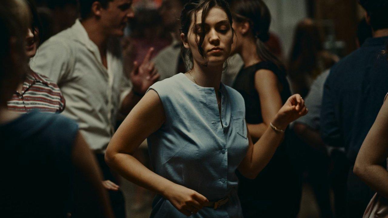 """""""L'Événement"""" ganha Veneza - drama sobre uma gravidez indesejada leva o Leão de Ouro"""