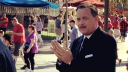"Primeira foto de Tom Hanks como Walt Disney em ""Saving Mr. Banks"""
