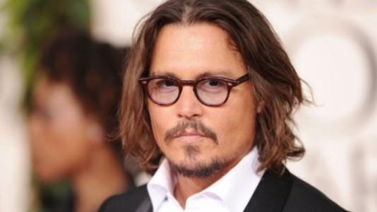"""Johnny Depp contra os perigos da inteligência artificial em """"Transcendence"""""""