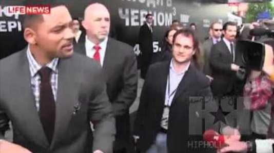 Will Smith dá estalo a jornalista beijoqueiro