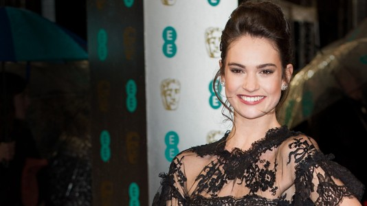 "Lily James de ""Downton Abbey"" é a nova Cinderela da Disney"