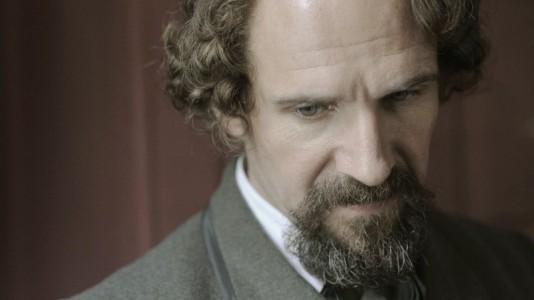 """Primeira imagem de Ralph Fiennes como Charles Dickens em """"The Invisible Woman"""""""