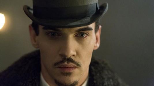 """""""Dracula"""": Jonathan Rhys Meyers não resiste a um bom pescoço"""