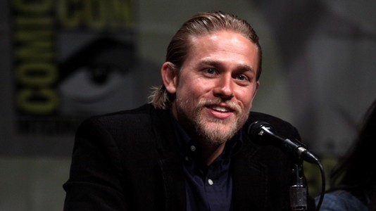 """Fifty Shades of Grey"": Charlie Hunnam já não será o protagonista"
