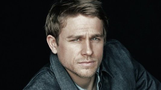 "Charlie Hunnam será Christian Grey em ""Fifty Shades of Grey"""
