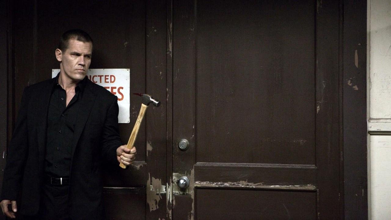 "O martelo de Josh Brolin no novo poster para ""Oldboy"""