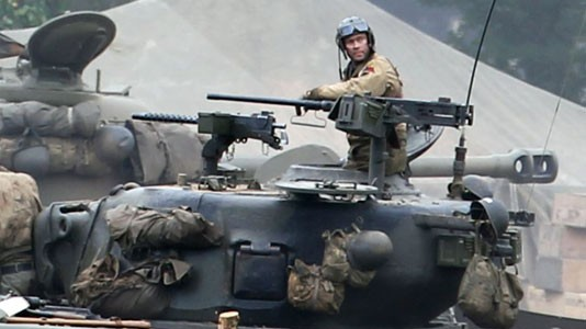 """""""Fury"""": duplo ferido por baioneta durante rodagem de filme com Brad Pitt"""