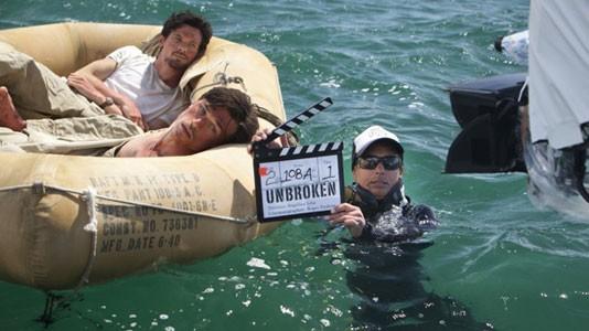 "Primeiras imagens de Angelina Jolie a filmar ""Unbroken"" no meio do oceano"