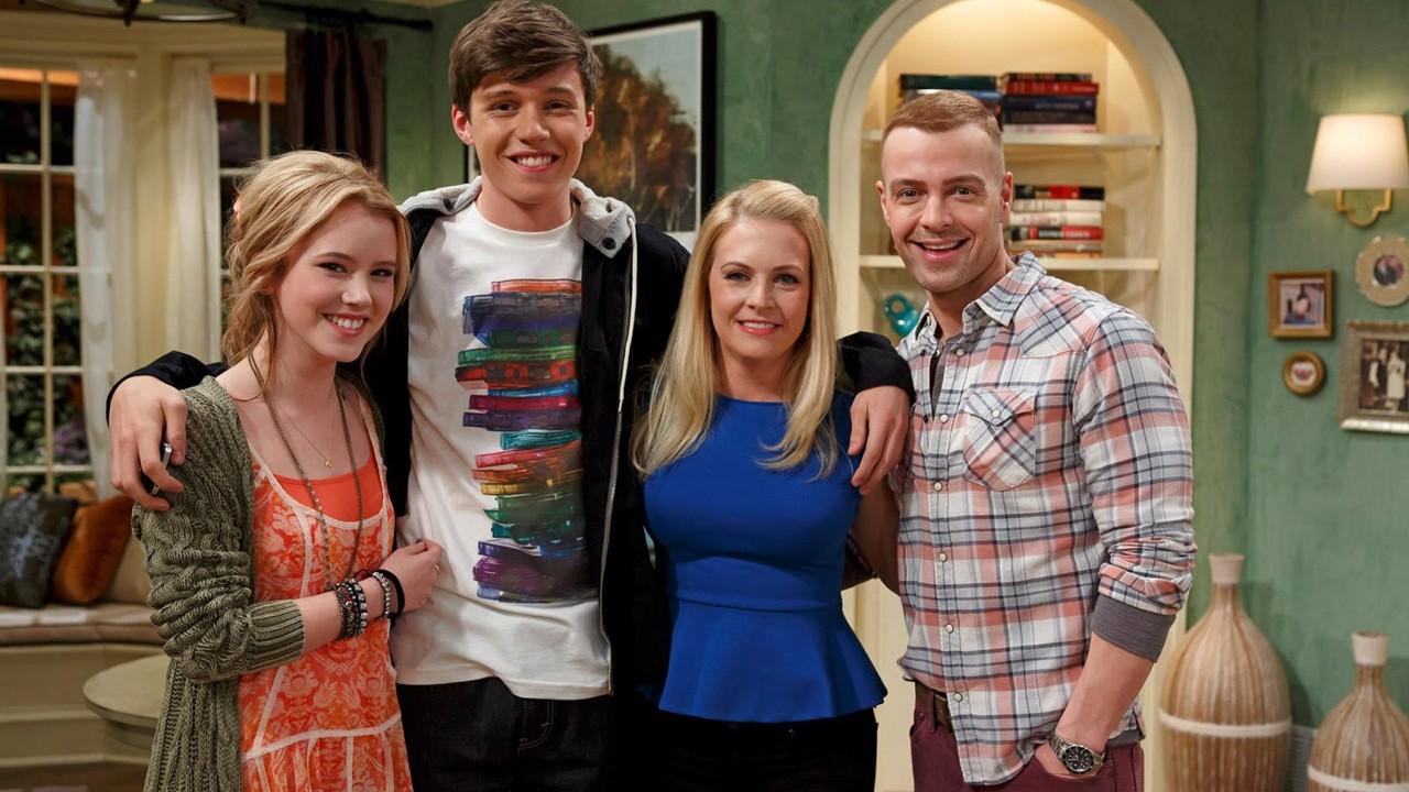 """Terceira temporada de """"Melissa e Joey"""" em março no AXN White"""