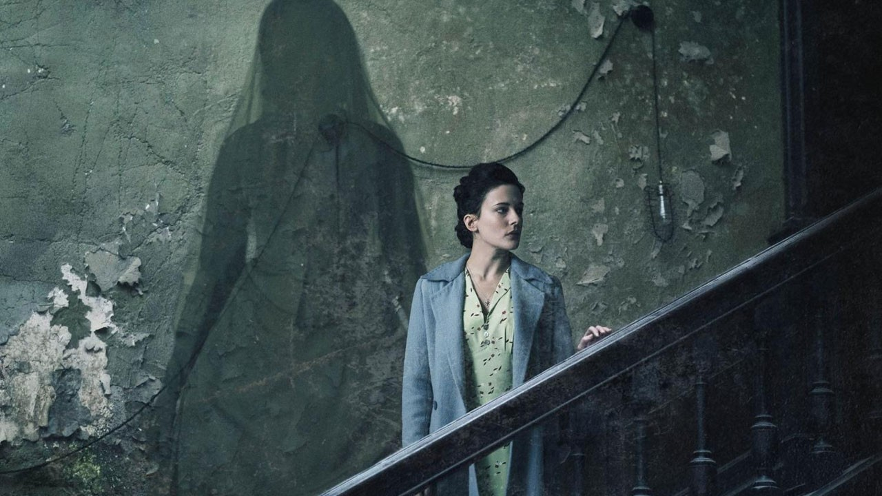 "Terror durante o blitz assusta no trailer de ""The Woman in Black 2: Angel of Death"""
