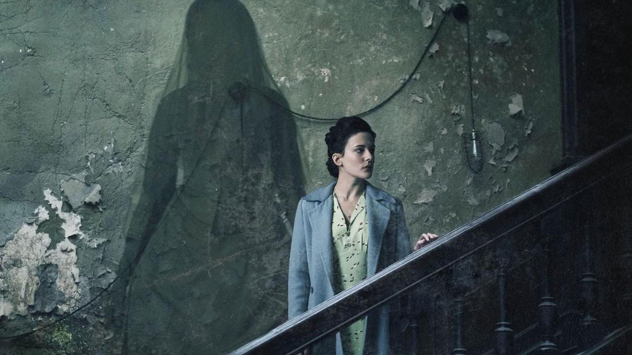 """Terror durante o blitz assusta no trailer de """"The Woman in Black 2: Angel of Death"""""""