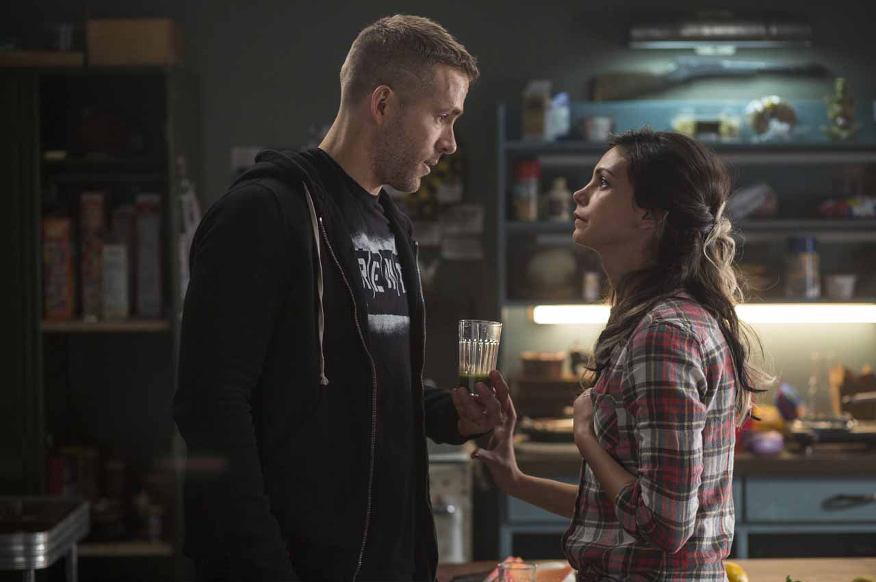 Deadpool 3/7: Wade Wilson (Ryan Reyonlds) e Vanessa (Morena Baccarin)
