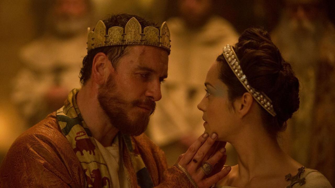 """Michael Fassbender e Marion Cotillard piscam o olho ao Oscar no novo trailer de """"Macbeth"""""""