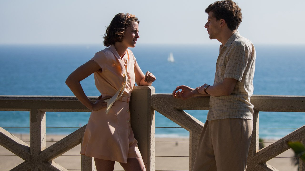 Kristen Stewart e Jesse Eisenberg perdidos por Hollywood no novo filme de Woody Allen