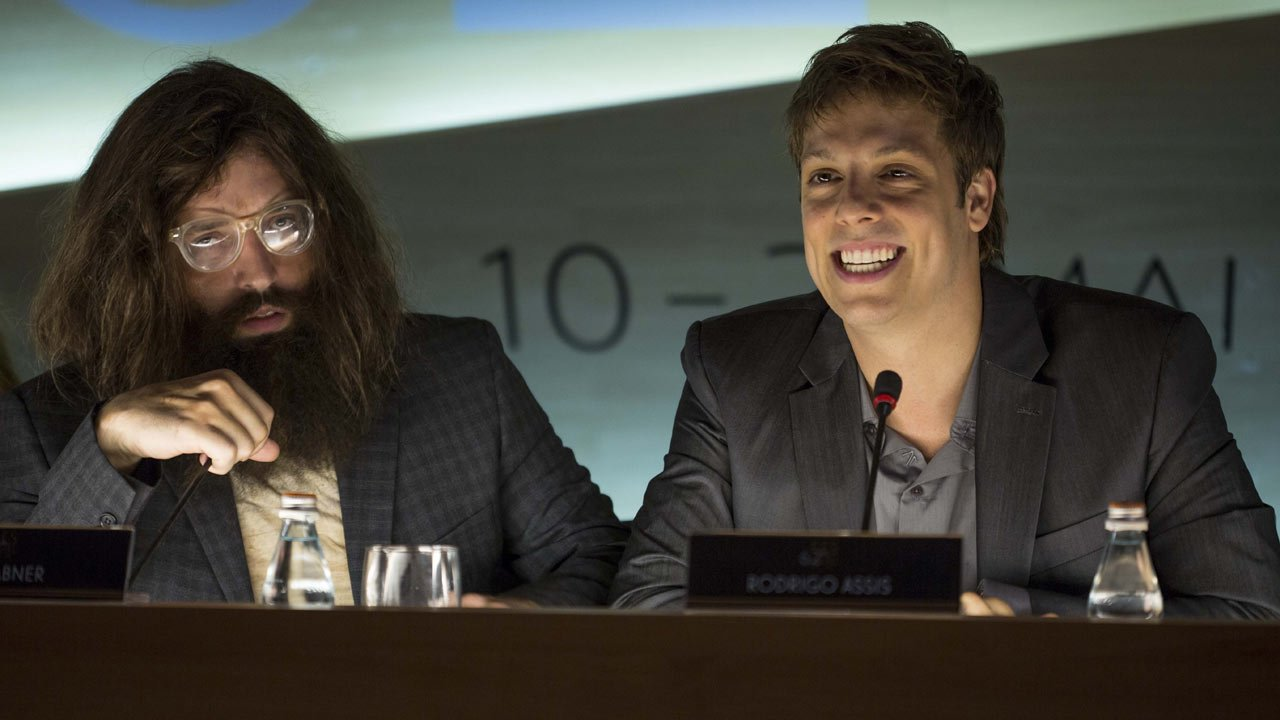 """Contrato Vitalício"": primeiro trailer para o filme Porta dos Fundos"