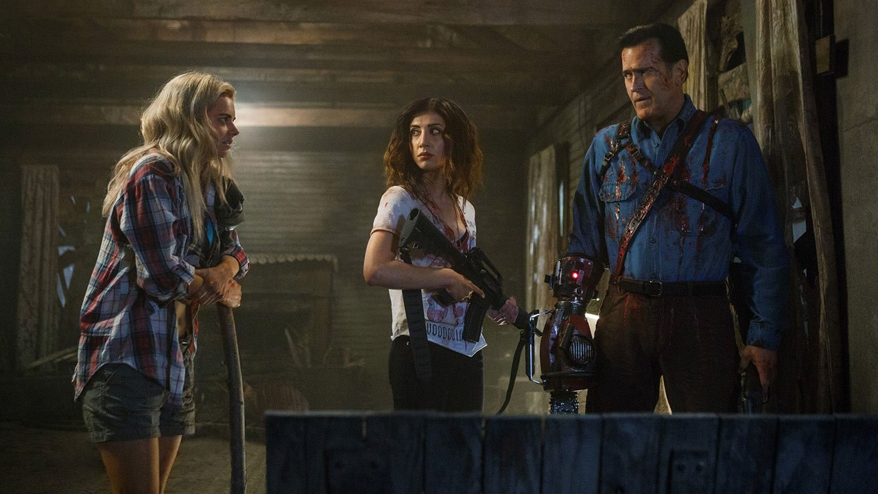"Demasiado sangue e tripas até para a Comic Con - é o trailer da segunda temporada de ""Ash vs Evil Dead"""