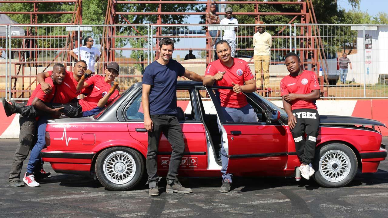"""""""Driving Wild"""": viagem pelo mundo de um engenheiro de Fórmula 1 em estreia no Discovery Channel"""