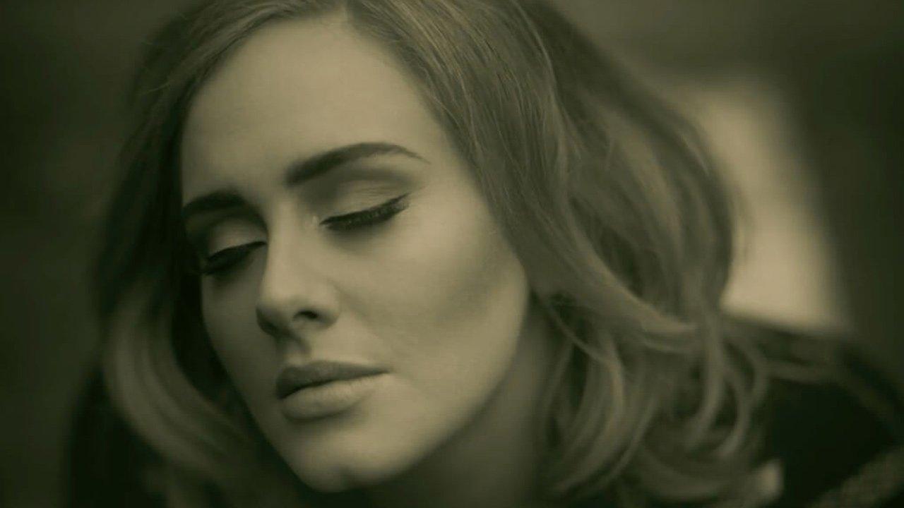 Adele recusa convite para atuar no intervalo da Super Bowl em 2017