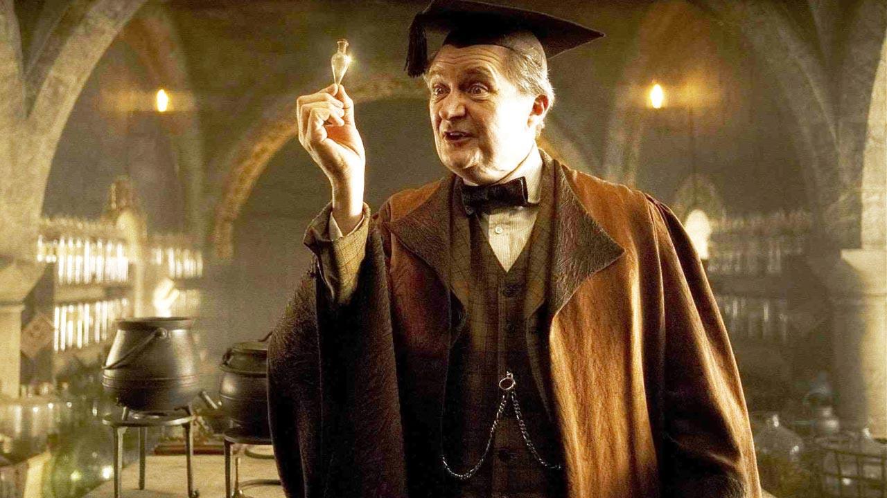 """""""Game of Thrones"""": veterano Jim Broadbent terá papel de relevo na próxima temporada"""