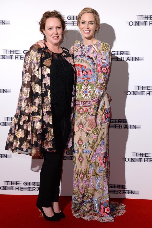"""Premiere """"A Rapariga do Comboio"""" 8/10: A autora do livro, Paula Hawkins, com Emily Blunt."""