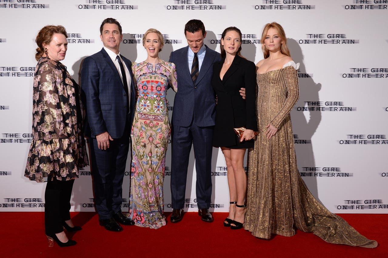 """Premiere """"A Rapariga do Comboio"""" 9/10: A autora, Paula Hawkins, o realizador, Tate Taylor, e os atores,Emily Blunt, Luke Evans, Rebecca Ferguson e Haley Bennett."""