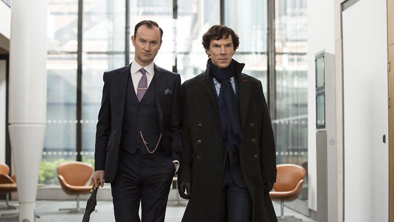 Sherlock - Temporada 4 4/5: Mycroft e Sherlock Holmes, interpretados por Mark Gatiss e Benedict Cumberbatch