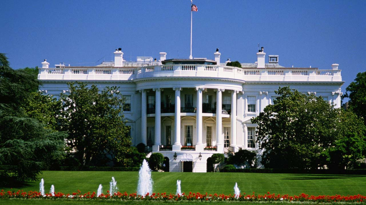 Livro de funcionária da Casa Branca durante a presidência Obama adquirido para o cinema