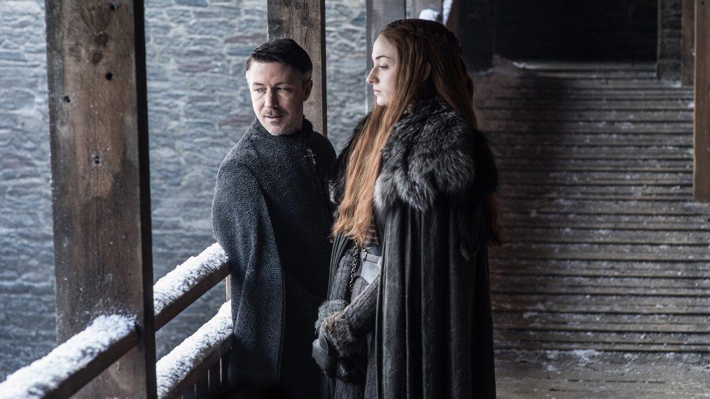 """Primeiro olhar - temporada 7 de """"A Guerra dos Tronos"""" 4/15: Aidan Gillen (Petyr """"Littlefinger"""" Baelish) e  Sophie Turner (Sansa Stark)"""