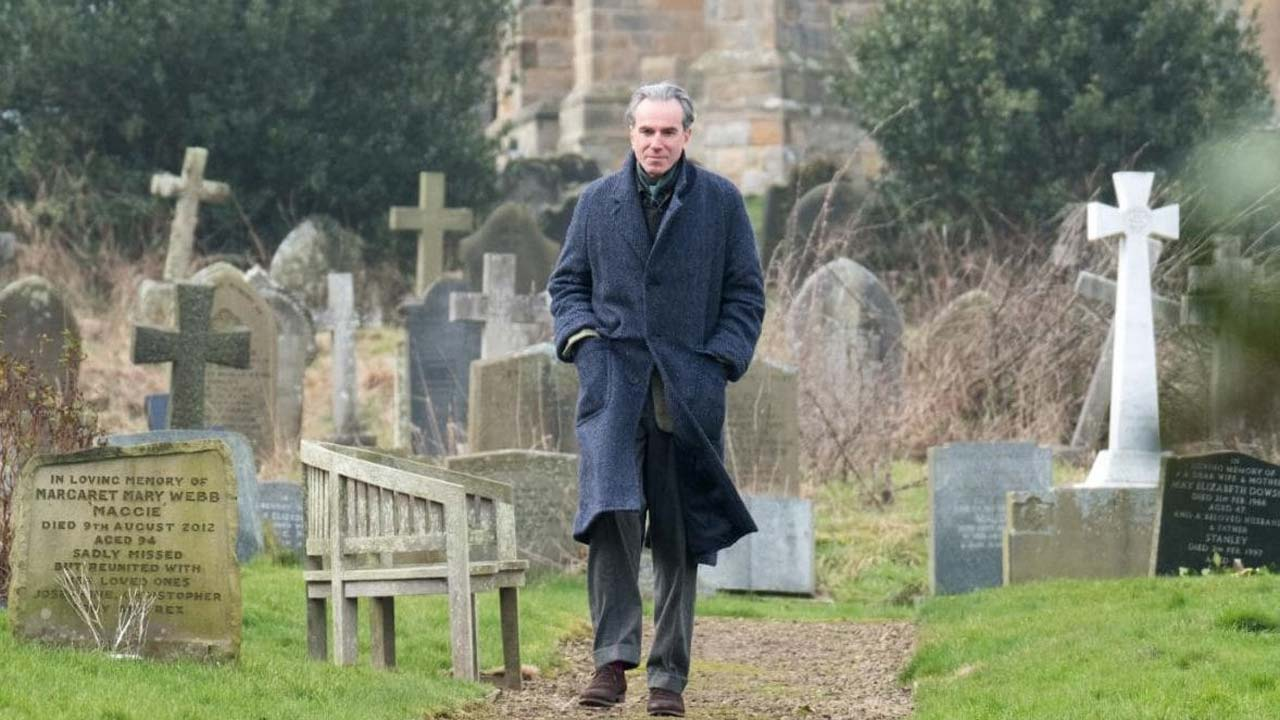 "Daniel Day-Lewis no corte e costura em ""Phantom Thread"""
