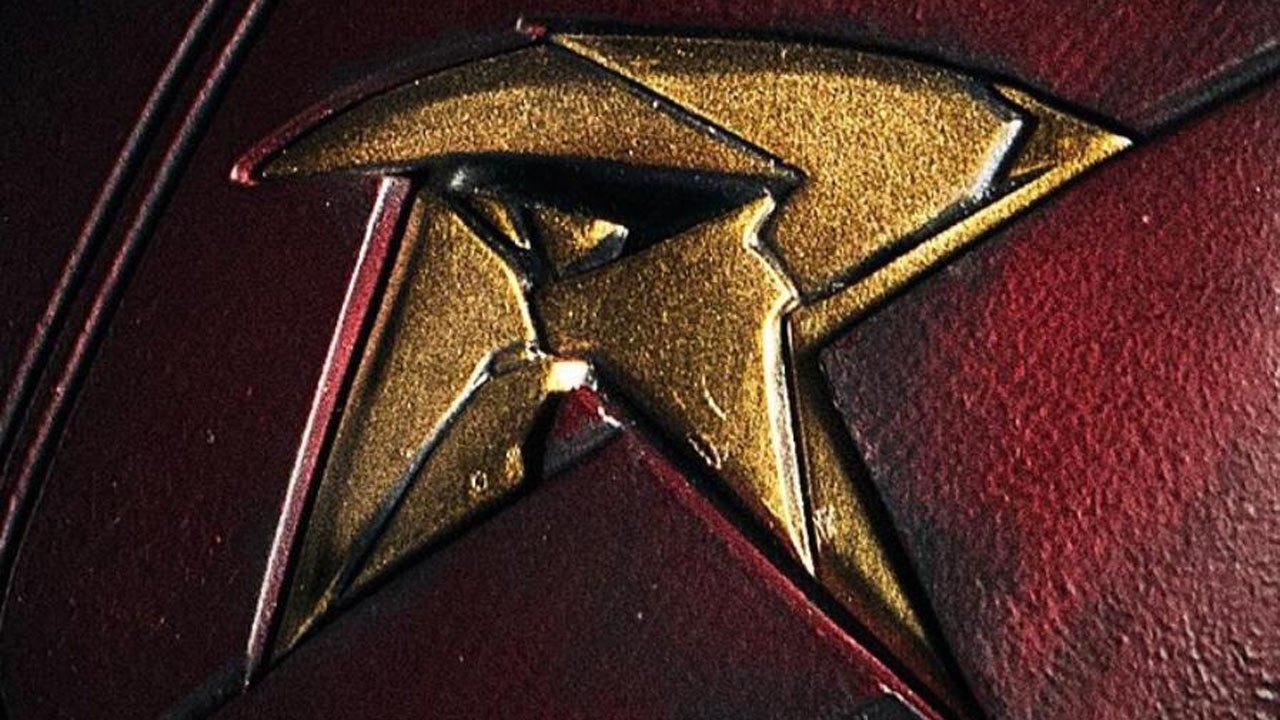 """Primeiras imagens de Brenton Thwaites como Robin da série """"Titans"""""""
