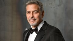 George Clooney no hospital após acidente de moto na Sardenha