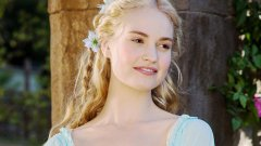 "Lily James no elenco da sequela de ""Mamma Mia!"""